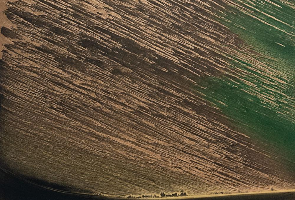 """""""Notte alata"""" 2019, polvere di bronzo rame e alluminio su carta abrasiva su tela, 90 x 114.5 cm"""