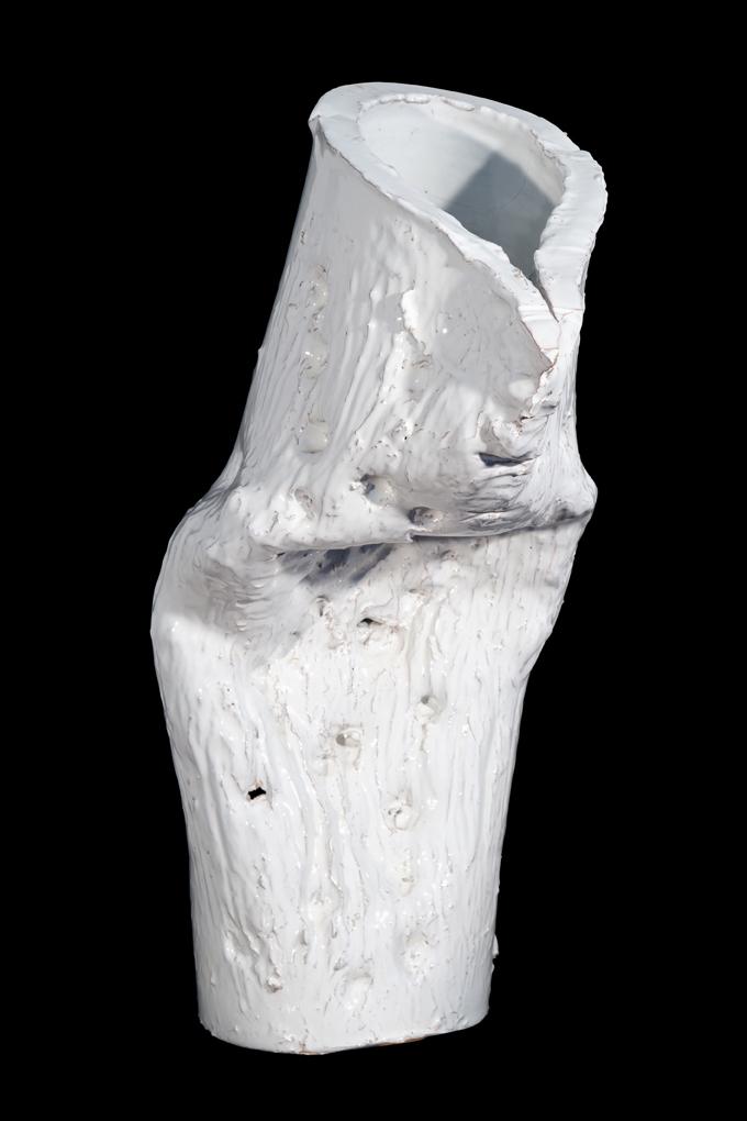 """""""Senza titolo"""" 1998, ceramica bianca realizzata a Faenza presso Laboratorio Gatti, 70 x 47 x 37 cm"""