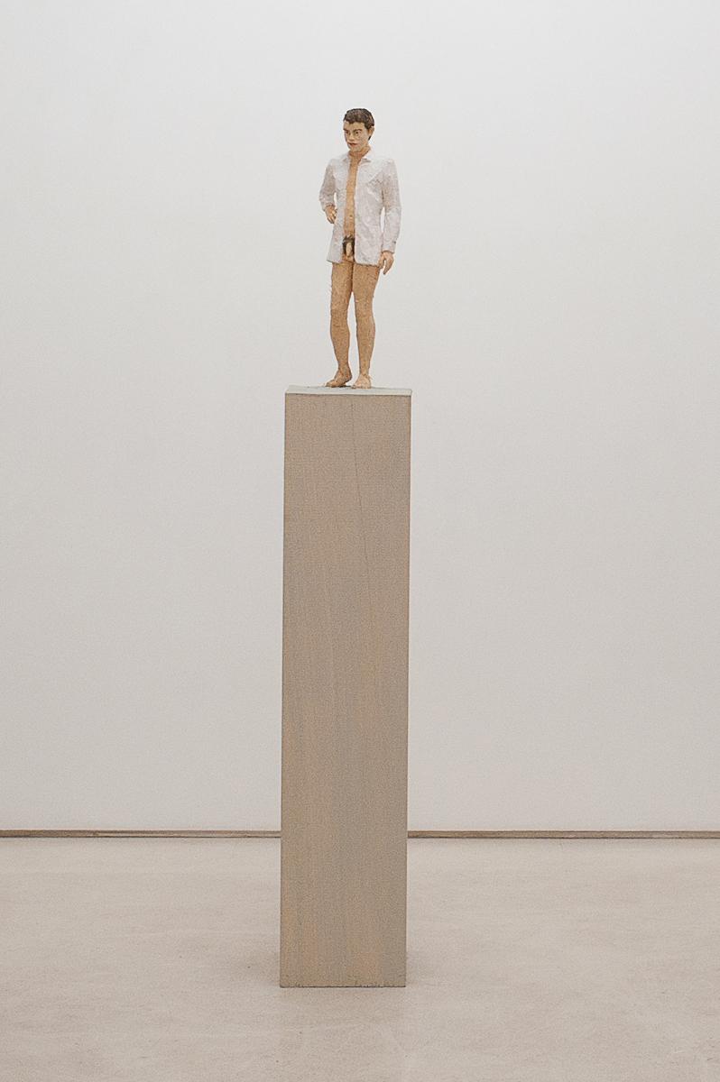 """""""Senza titolo"""" 2012, scultura in legno wawa dipinto, 24 x 30 x 164 cm"""