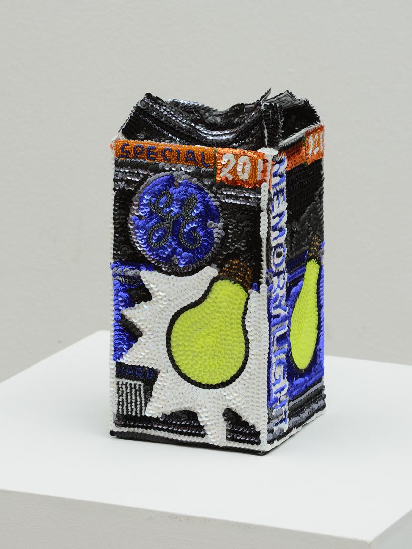 """""""General Electric Flowerpot Memory Light Hard"""" 2012-15, paillettes cucite a mano su tela, ferro e smalto, 24 x 13 x 13 cm"""