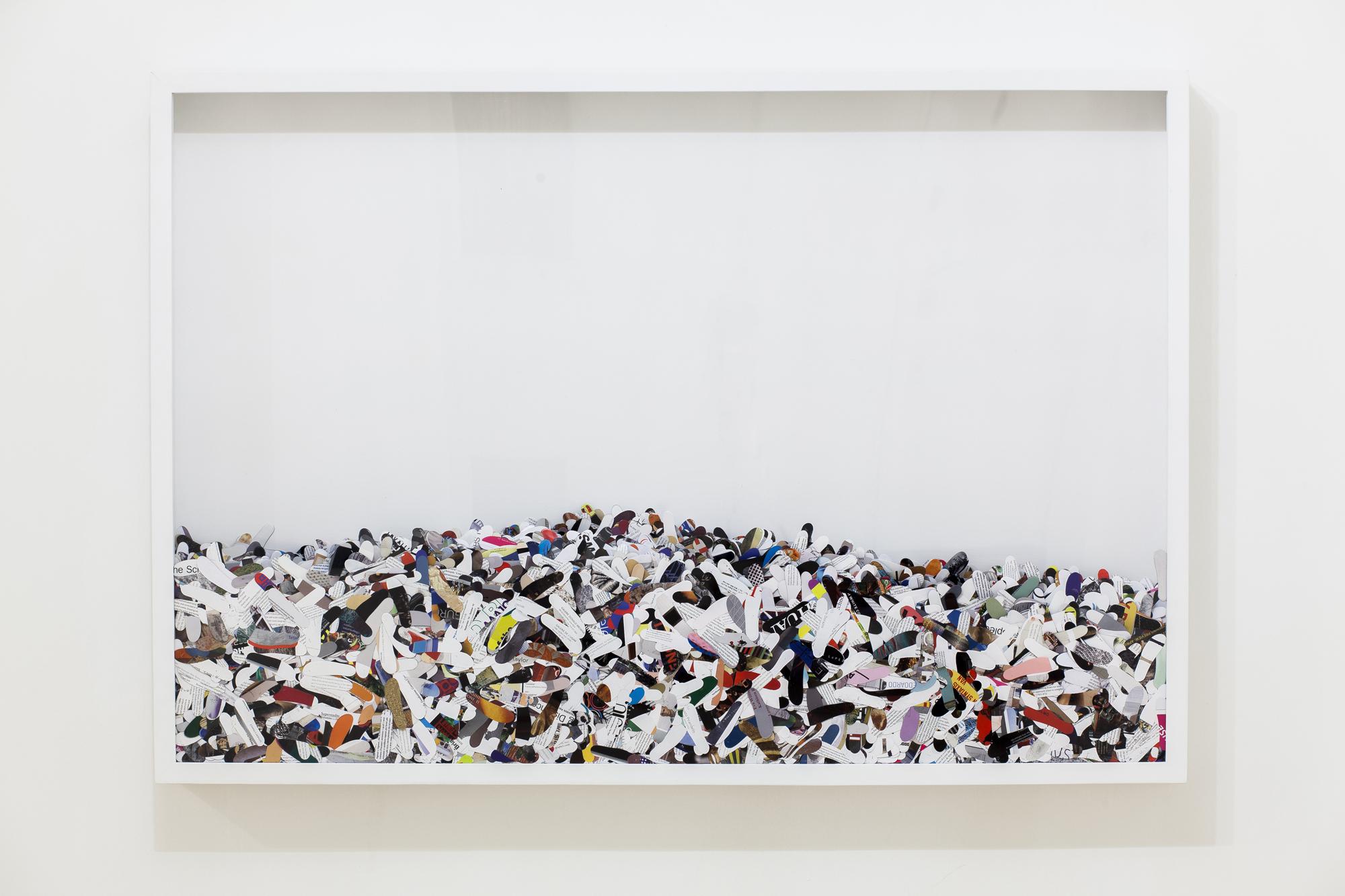 """""""Deambulazione e divagazione"""" 2015, teca in legno e plexiglass con impronte di carta, 100 x 145 x 10 cm"""