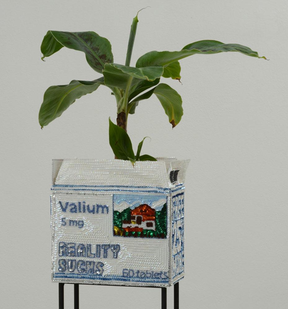 """""""Valium flowerpot reality sucks"""" 2012-15, paillettes cucite su tela, ferro, smalto, base in metallo, 13 x 24 x 12 cm"""