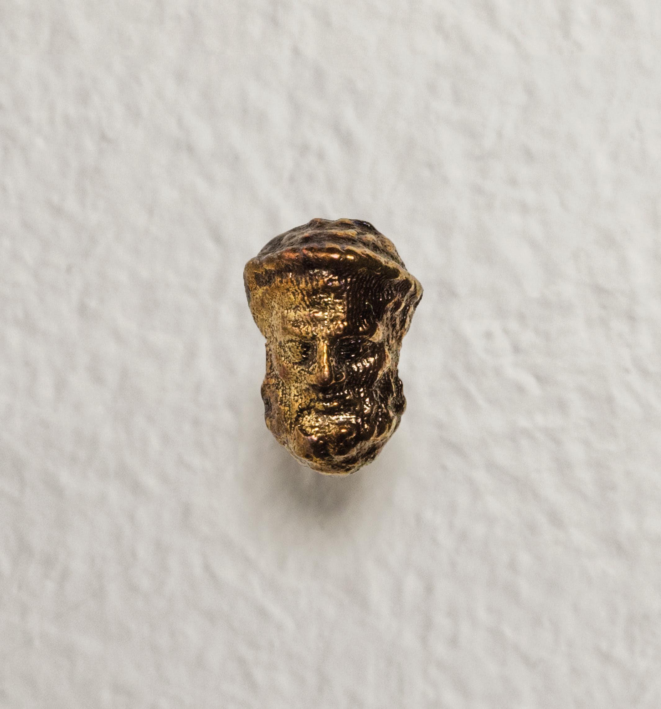 """Platone (I filosofi)"" 2016, bronzo, 8 x 22 x 5 mm"