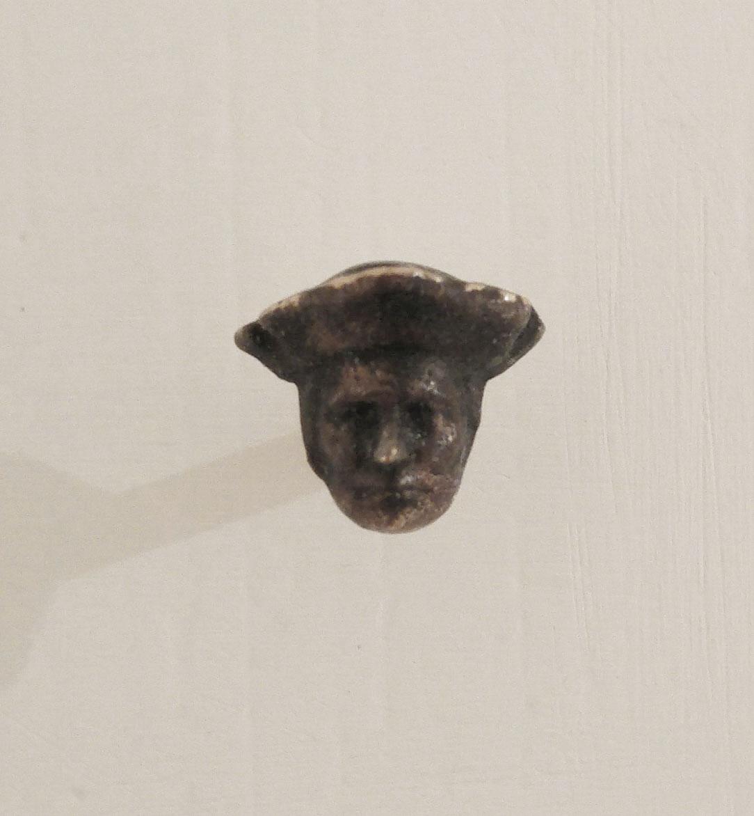 """More (I filosofi)"" 2016, bronzo, 8 x 22 x 5 mm"