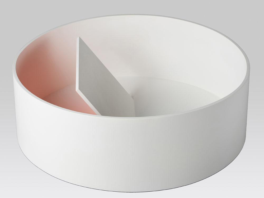 """""""Ambiente curvo"""" 2019, compensato di pioppo e pittura sintetica e acrilica fluorescente, 14.5 x 43.6 x 43.6 cm"""