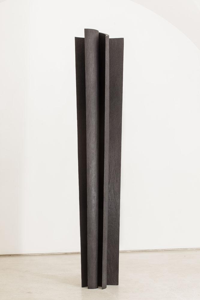 Senza titolo, 2012, legno combusto, 228x40x20cm