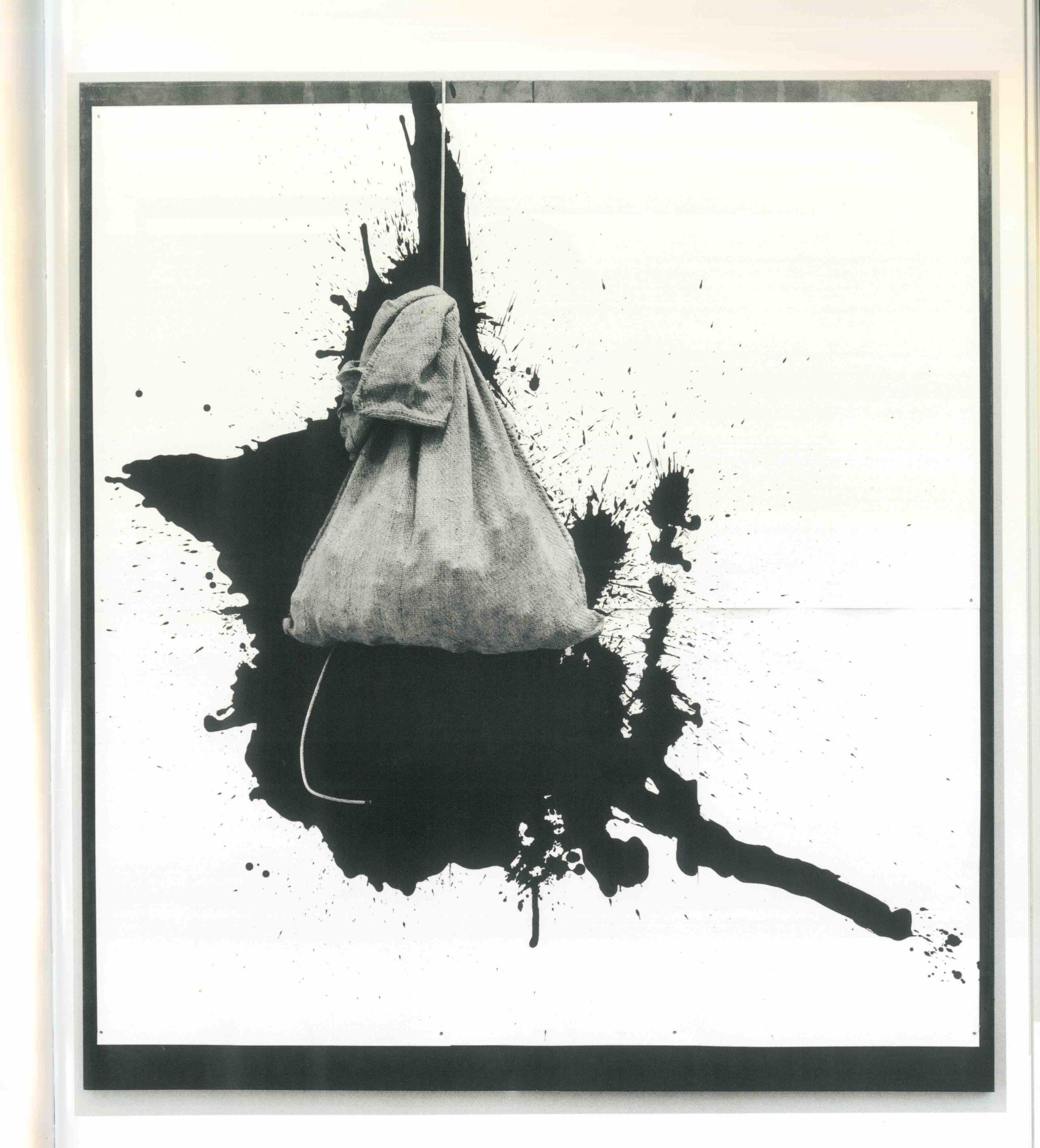 """""""Senza titolo"""" 2005, catrame su carta e sacco in juta su lastra di ferro, 200 x 200 cm"""