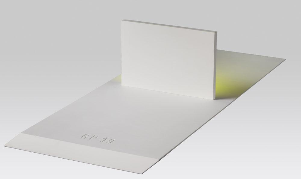 """""""Verso l'orizzonte"""" 2019, compensato di pioppo e pittura sintetica e acrilica fluorescente, 11.6 x 49 x 22 cm"""