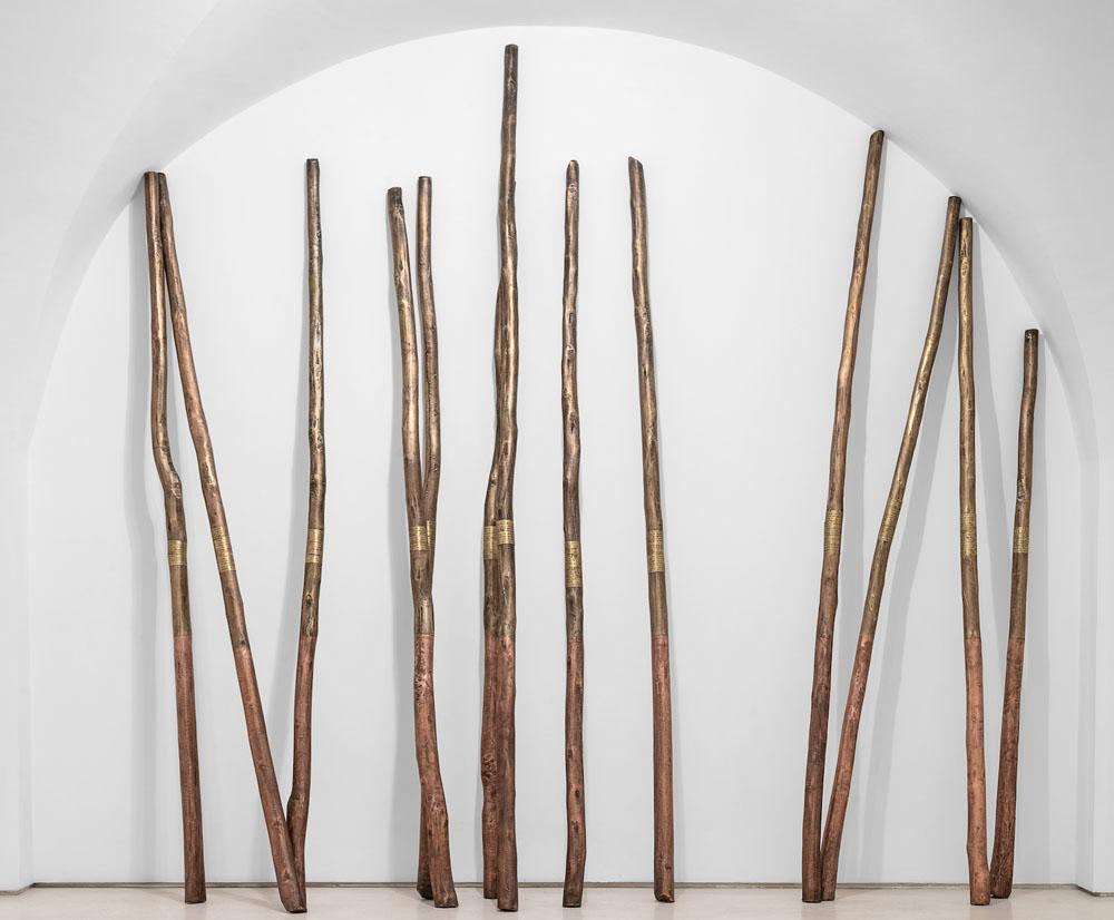 Imdyazen (Les poètes) #3, 2018, legno rame ed incisioni su rame, 13 bastoni con dimensioni variabili