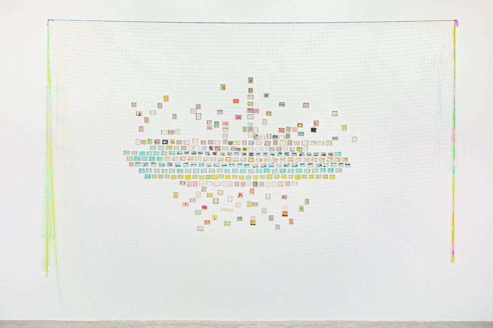 """""""Omri #1"""" 2015, 300 scatole di fiammiferi decorate con tecnica mista e rete intrecciata a mano, 265 x 370 cm"""