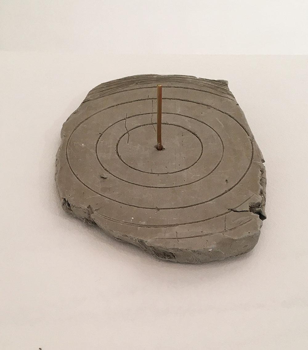 """Cadran #3"" 2015, argilla e legno, 21 x 14.5 cm"