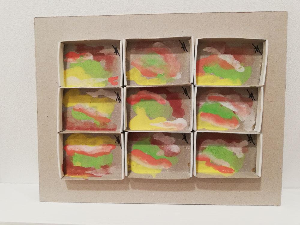 """""""Senza titolo"""" 2018, 9 scatole di fiammiferi dipinte, vari colori"""
