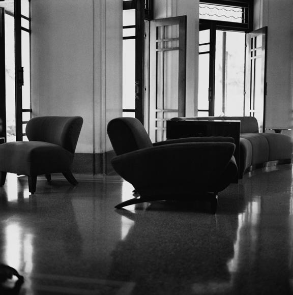 """""""Drawing room, Coimbatore"""" 2003, fotografia 25 x 25 cm"""