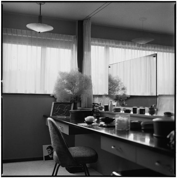 """Mrs Ise Frank Gropius dresseing table"" 2005, fotografia 25 x 25 cm"
