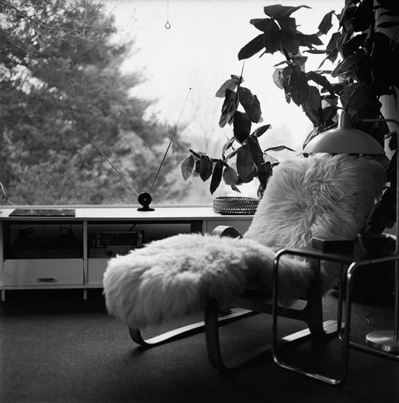 """Gropius lounge chair Lincoln"" 2005, fotografia 25 x 25 cm"