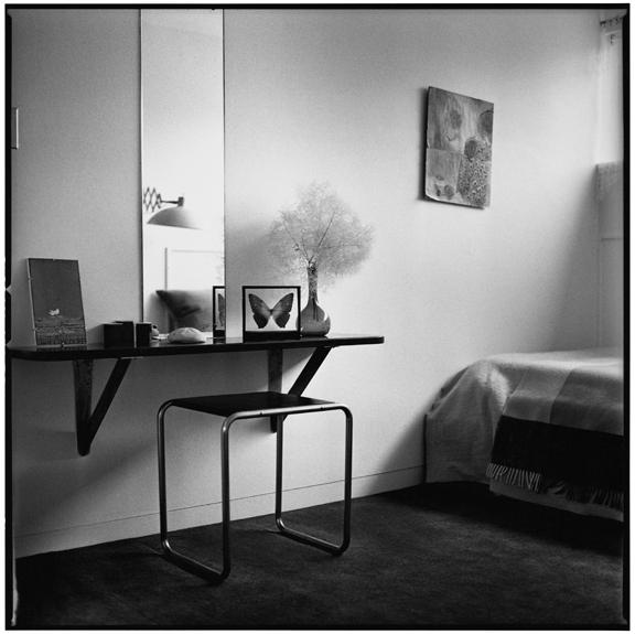 """Miss Gropius dressing table"" 2005, fotografia 25 x 25 cm"