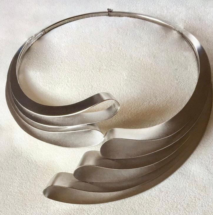 """""""Encounter"""" collana in argento 925 millesimi, sabbiata e galvanica in palladio, realizzata da Paolo Buzzatti, Firenze"""