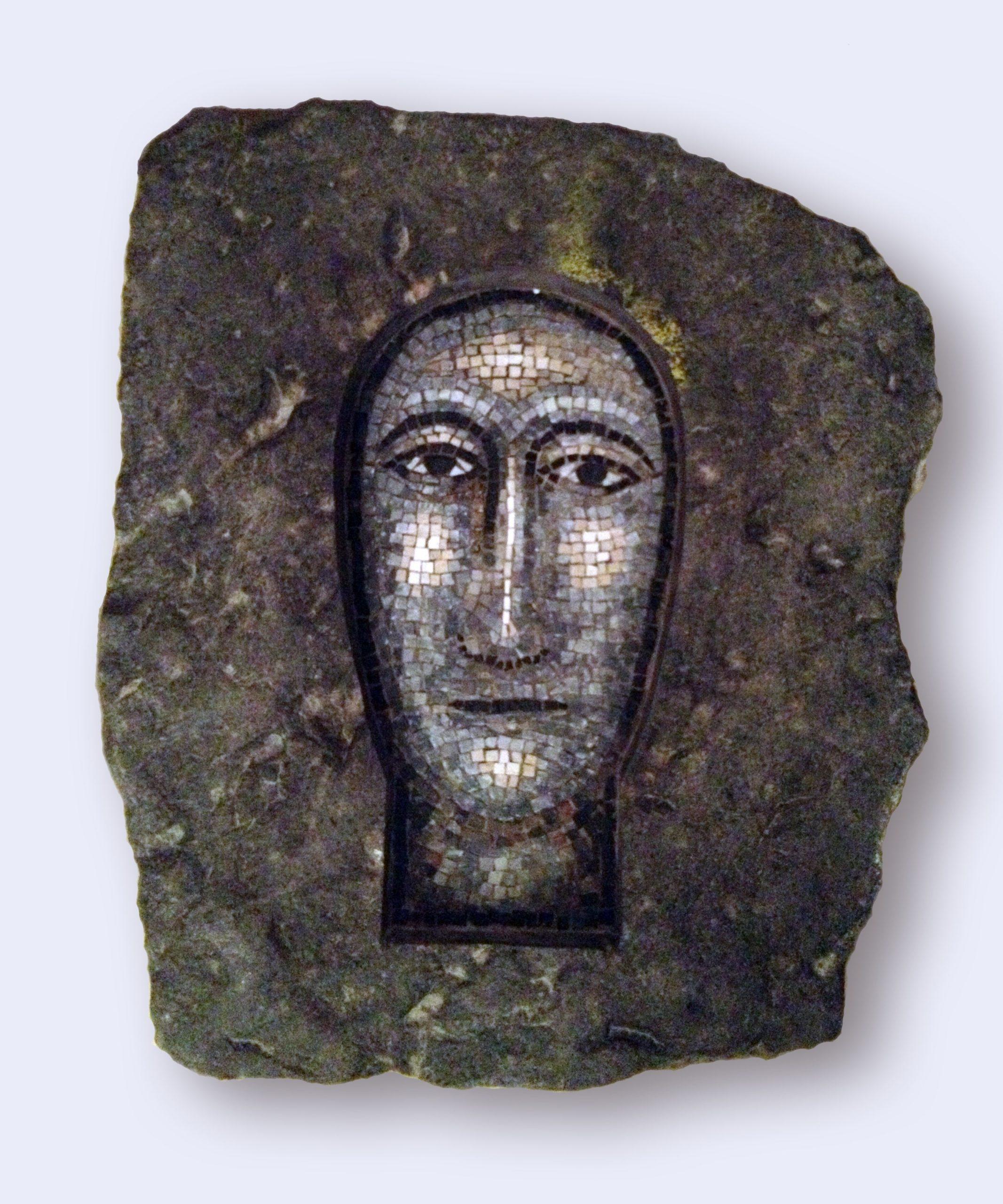 """""""Senza titolo"""" 2010, mosaico e pietra, 40 x 30 cm, ed. 28"""