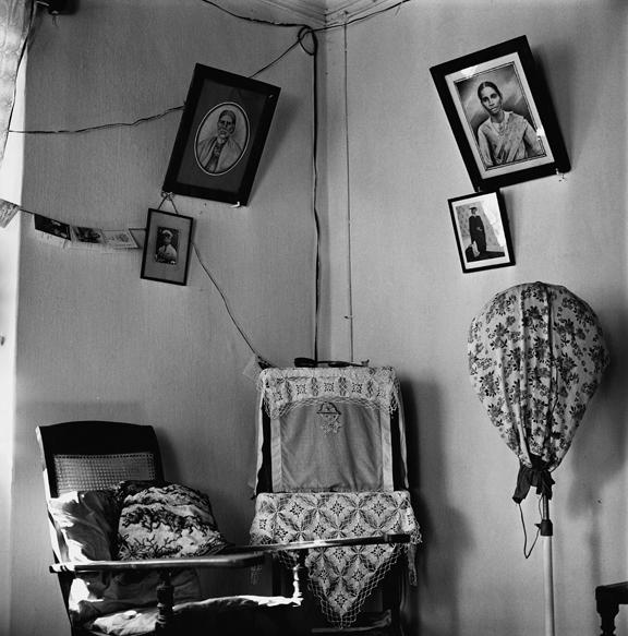 """Mrs Dantes, Goa 2000"" 2005, fotografia 25 x 25 cm"