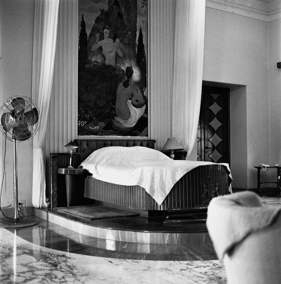 """Night bed of late Prince Morvi"" 2002, fotografia 25 x 25 cm"