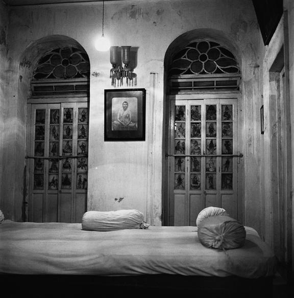 """Basu bed, Calcutta"" 2005, fotografia 25 x 25 cm"