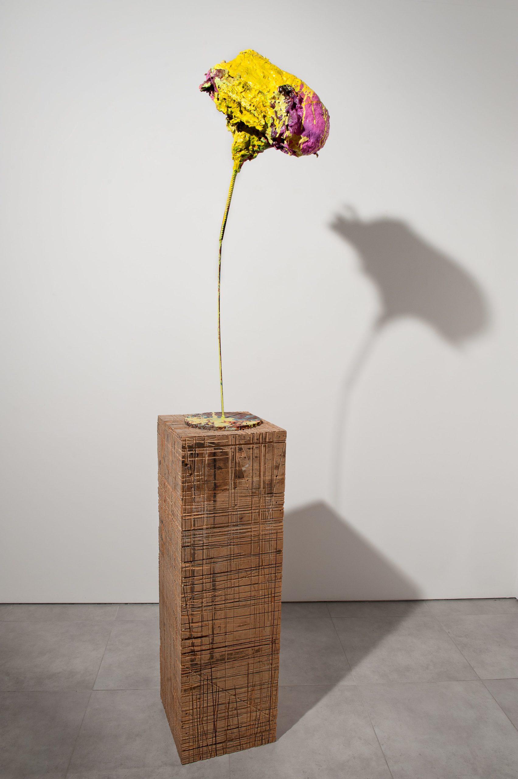 """""""Senza titolo"""" 2003, cartapesta, acrilico, ferro e legno, 110 x 40 x 24.5 cm"""